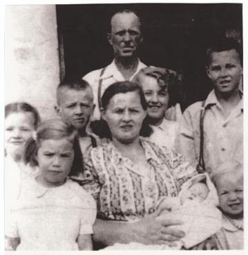 Old Provost Family Pic - 1949
